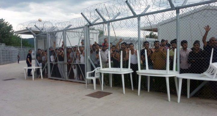 La caravana Abriendo Fronteras contra los CIEs