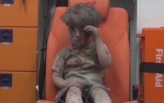 O garoto sírio na ambulância quebra meu coração. Mas o que posso fazer?!