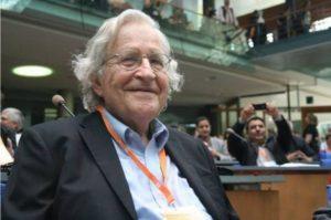 Chomsky : L'état de surveillance dans les pays libres