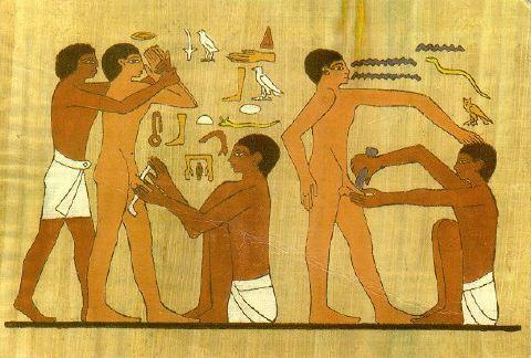 Circuncisión de un adulto hallada en las paredes de las tumbas de Ankhmahor, Sakkara (Saqqarah), Egipto. Es la ilustración más antigua sobre la circuncisión.