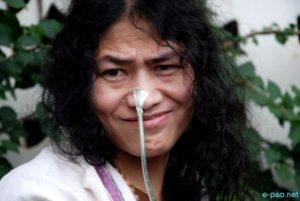 Ινδία: H Irom Sharmila σταματά την 16χρονη απεργία πείνας της, επιδιώκει την πολιτική εξουσία