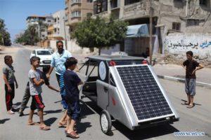 Gaza sviluppa la sua prima automobile ad energia solare