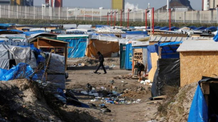 Britain & France Pledge to Build Wall at Calais Refugee Camp