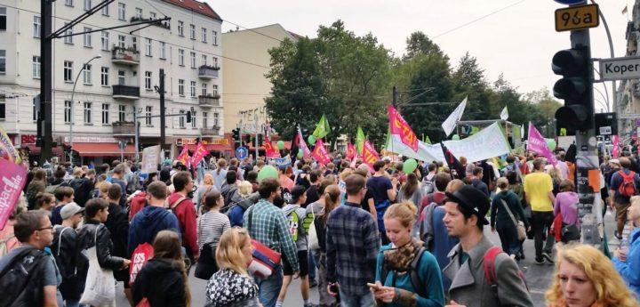 Zehntausende in sieben Städten gegen CETA und TTIP auf der Strasse
