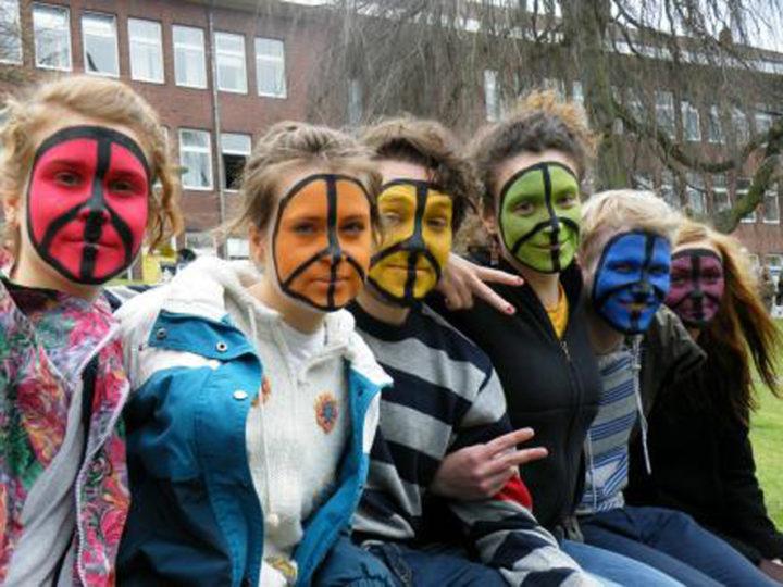 Le militarisme et les jeunes : rassemblement des jeunes au congrès pour le désarmement à Berlin