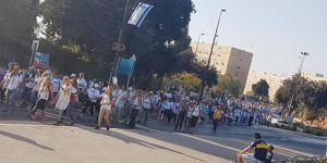 Tausende von arabischen und israelischen Frauen marschieren für Frieden durch Israel