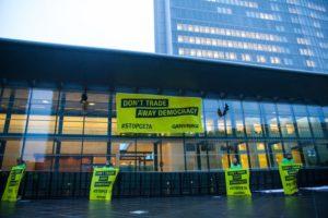A Lussemburgo un megastriscione contro il CETA