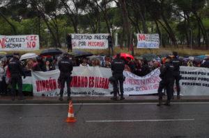 """Protesta en CIE Madrid: """"Ningún ser humano es ilegal"""""""