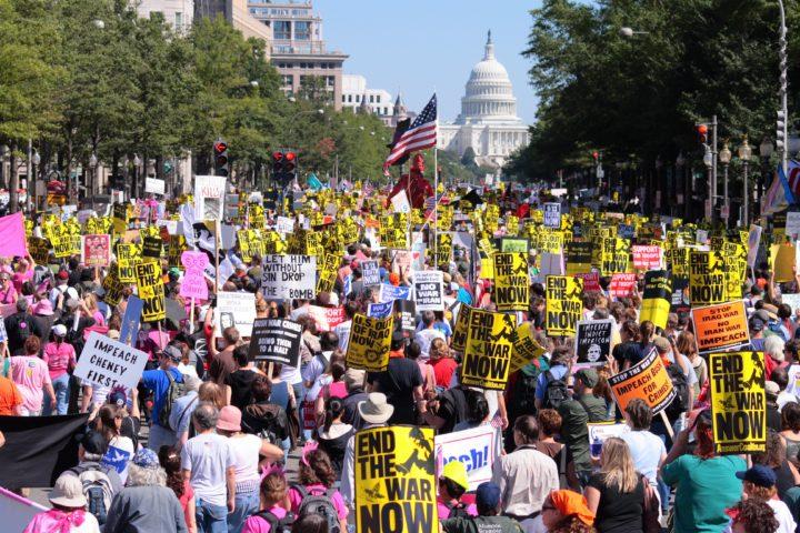 """David Swanson: """"Dobbiamo unirci per un'opposizione globale all'istituto della guerra"""""""