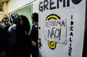 Primavera secundarista: Estudantes já ocupam mais de 40 escolas no Paraná contra reformas no ensino médio