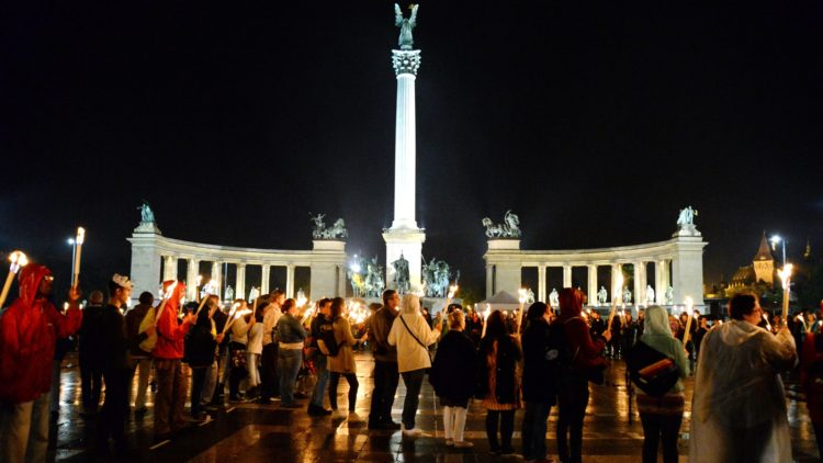 Peace sign_Budapest_Hungary (10)