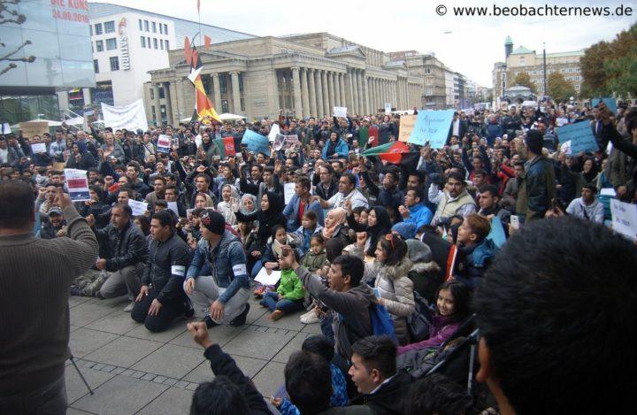 Über 1000 Menschen protestieren in Stuttgart gegen Abschiebungen