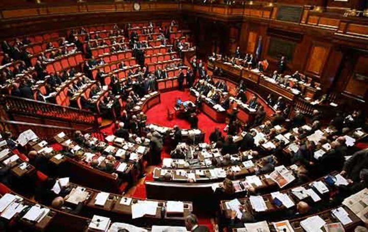 M5S in campo su tagli stipendi parlamentari, duello alla Camera con Pd