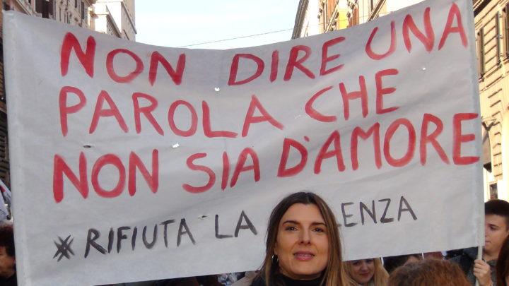 """""""Non una di meno"""", in piazza contro la violenza sulle donne"""