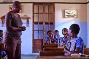 « Soeur Oyo » de Monique Mbeka : Le droit à l'école et à l'éducation, les tabous du colonialisme
