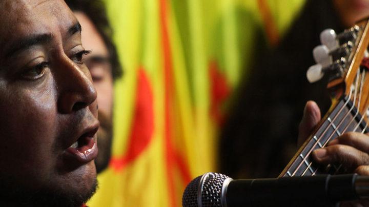 Voz, poesía y guitarra de Rodolfo Cancino. Foto Gustavo Figueroa.
