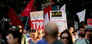 Nuevo brote de grave enfermedad en América Latina y el Caribe: la fiebre de los Tratados de Lúgubre Comercio