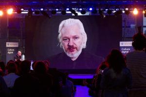 Assange pubblica le sue controversie con la giustizia svedese
