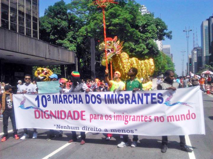 """""""Dignidade para os imigrantes no mundo"""" foi o lema da Marcha deste ano. Foto Géssica Brandino."""