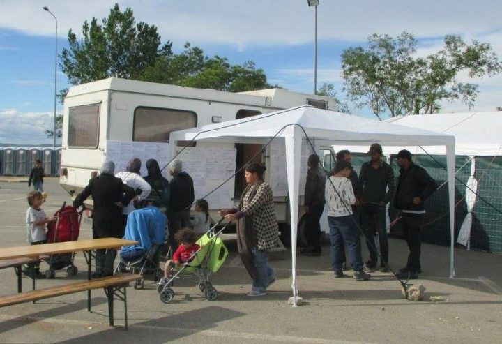 Lager Sommer Treffen vor Zelt