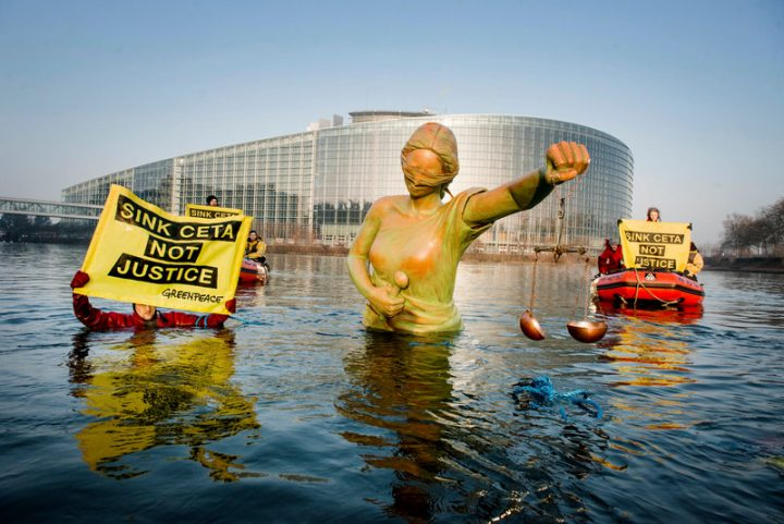 Greenpeace contro il CETA: rischia di minare la democrazia, a vantaggio di poche multinazionali