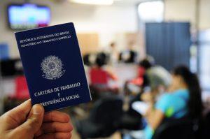 Falta trabalho no país para 24 milhões de pessoas, aponta IBGE
