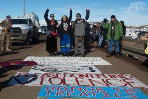 El gobernador de Dakota del Norte ordena el desalojo de campamentos de manifestantes en Standing Rock