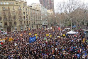 Barcellona, enorme manifestazione per l'accoglienza