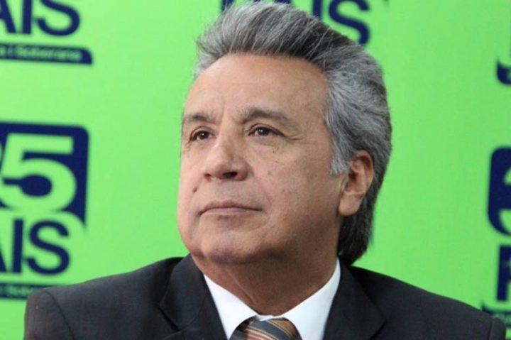 Sondeo da ventaja a candidato oficialista en balotaje en Ecuador