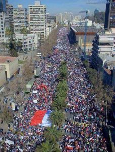 Chile: multitudinarias marchas por No+AFP