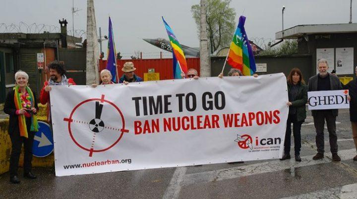 """Gli attivisti di tutta Europa davanti alle basi con armi nucleari: """"E' tempo di metterle al bando!"""""""