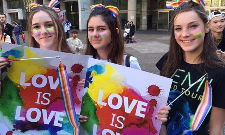 ΗΠΑ: Η νομιμοποίηση του γάμου ατόμων του ίδιου φύλου συνδέεται με την πτώση του αριθμού των εφήβων που αποπειρώνται να αυτοκτονήσουν