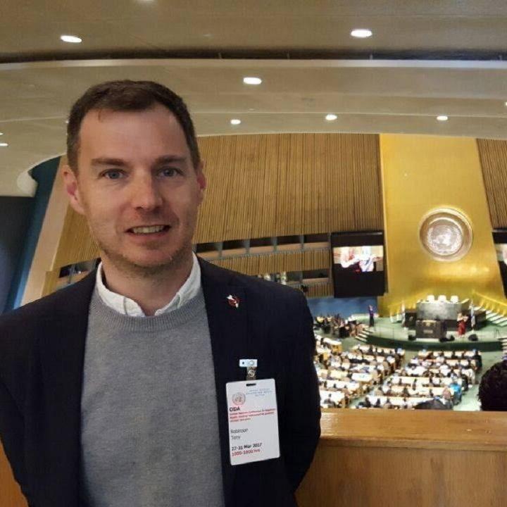 Tony Robinson desde Naciones Unidas por prohibición de armas nucleares