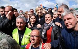 Emboscada de Le Pen a Macron en una región castigada por la crisis