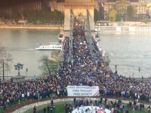 Ουγγαρία: ευκαιρία για αποδοκιμασία της κυβέρνησης Ορμπάν