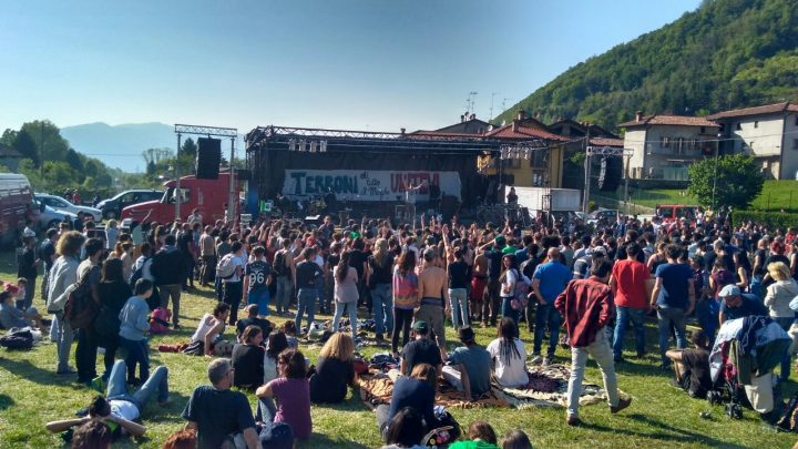 """Festival antirazzista a Pontida: """"Terroni di tutto il mondo unitevi"""""""