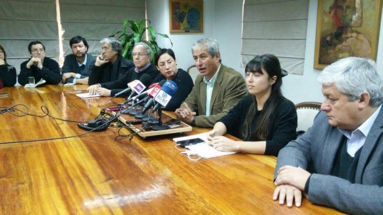 Chile: Colegio de Profesores recibe a Frente Amplio