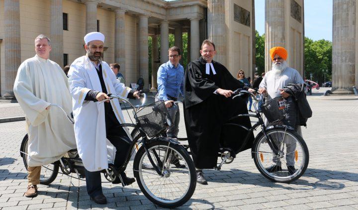 Gemischt-Gläubigen Tandems werben um Respekt zwischen den Religionen … und auch Nicht-Gläubige sind dabei