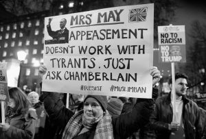 Theresa May, forte coi deboli e debole coi forti