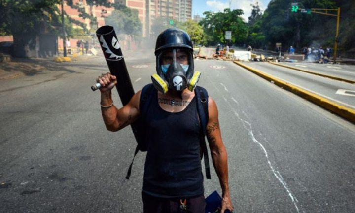 Venezuela:Guarimbear es para sifrinos o sicarios, la moda opositora y la carne de cañón popular