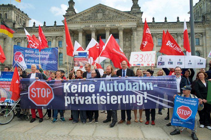 Nein zur Grundgesetzänderung: Autobahnen und Schulen nicht privatisieren!