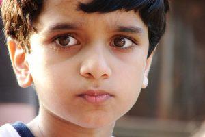 Οι πολιτικές του ΔΝΤ μειώνουν τη δυνατότητα των γονέων να φροντίσουν τα παιδιά τους – έρευνα