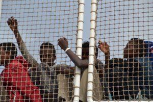 Migranti: AI accusa l'Italia di aggirare gli obblighi internazionali in Libia