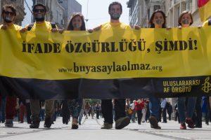 AI: attivisti di ogni parte del mondo chiedono il rilascio della direttrice e del presidente della sezione turca