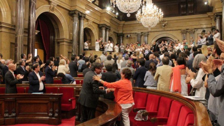 Aplausos_Parlament_aprovacio_RGC