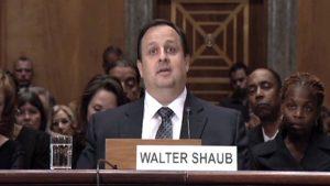 """Director de Oficina de Ética del Gobierno: Estados Unidos se está convirtiendo en """"el hazmerreír"""""""
