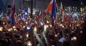I giovani polacchi hanno vinto una battaglia contro i conservatori
