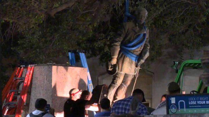 L'università del Texas ad Austin rimuove tre monumenti sudisti