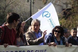 Vídeo: multitudinaria marcha por paro docente en Chile