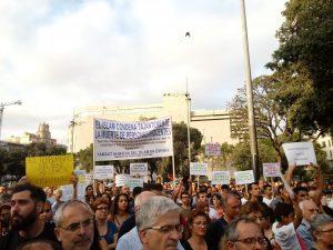 Στη Βαρκελώνη, χιλιάδες μουσουλμάνοι διαδήλωσαν ενάντια στην τρομοκρατία